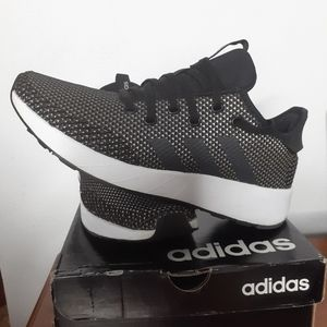 Adidas F34657 Questar X BYD Sneakers Size 8